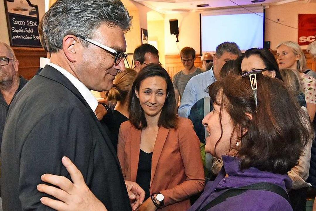 Dieter Salomon wird von seinen Anhängern getröstet  | Foto: Michael Bamberger