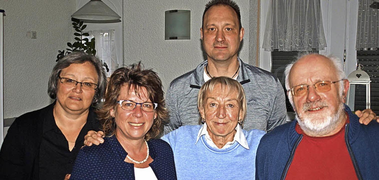 Der neugewählte AWO-Kreisvorstand:  Mi...Nuß und Karl Argast (vorne von links)     Foto: Paul Schleer