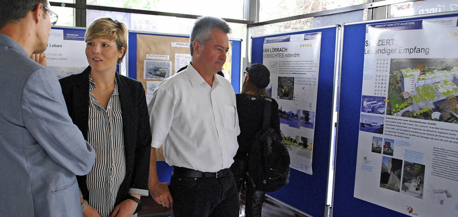 Eine Ausstellung über Projekte der Bürgerbeteiligung wurde im Rathaus eröffnet.   | Foto: Thomas Loisl Mink