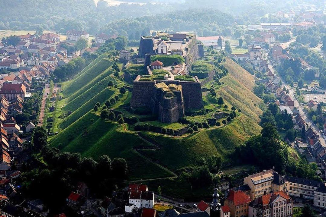 Meisterhafte Vaubansche Festungsarchitetkur: die Zitadelle von Bitsch    Foto: Tourisme du pays de Bitche