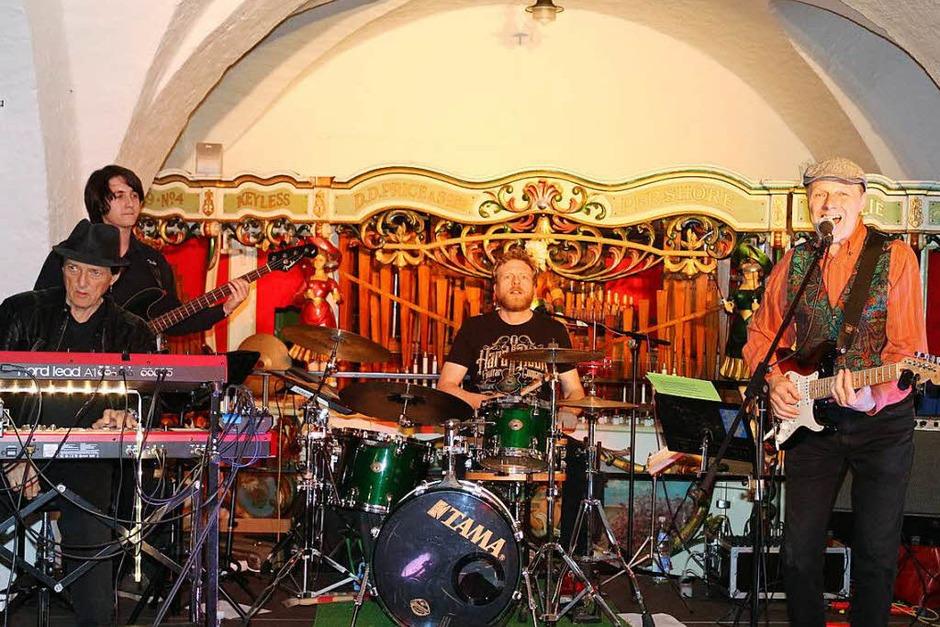 """Im Elztalmuseum spielte die """"Hot Button Blues Band"""" auf. Hier füllte es sich erst etwas später nach und nach. Da es draußen warm war und viele noch in der Innenstadt, speziell auf dem Markt, in geselligen Runden vor den Gaststätten hocken blieben. (Foto: Karin Heiß)"""
