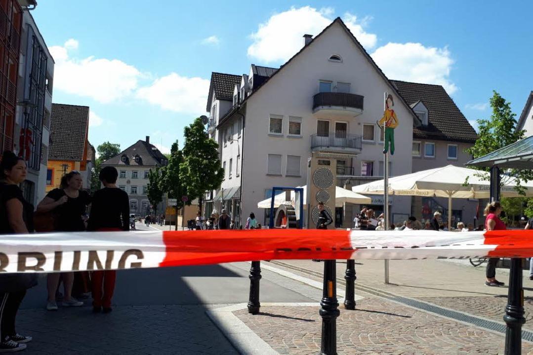 Verdächtiger Fund vor Dönerladen - Polizei sperrt Teile der Innenstadt von Wehr