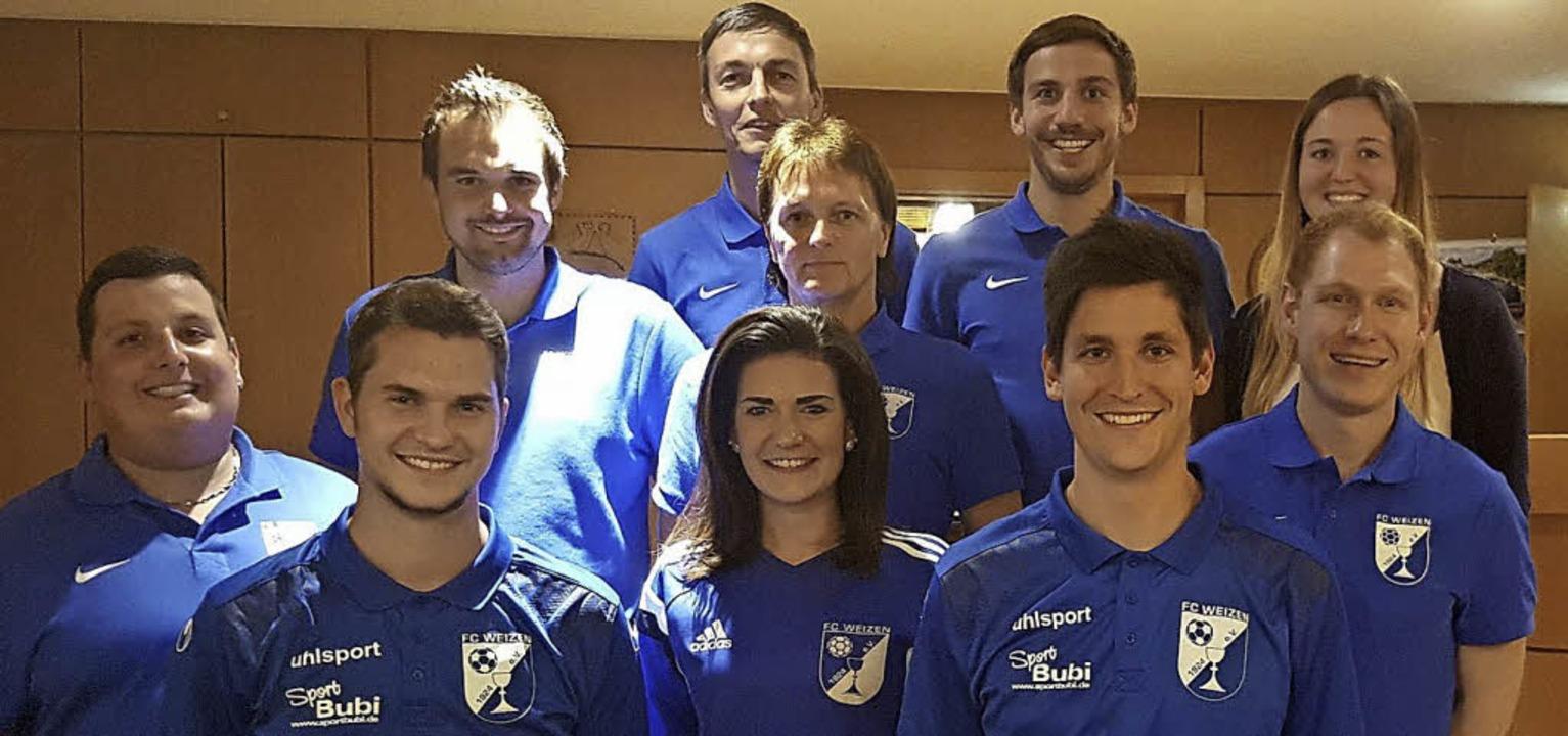 Der Vorstand des FC Weizen (hi. v. li....ohannes Stich (Spielausschuss/Aktive).    Foto: Privat
