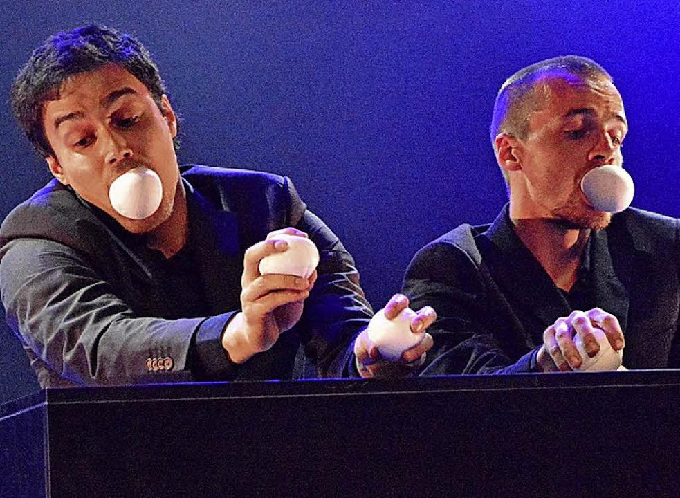 Eine leise Nummer: das Berliner Jonglage-duo Marvin & Mitja   | Foto: Barbara Ruda
