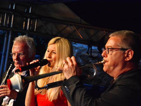 Allotria Jazzband mit Sängerin Nina Michelle