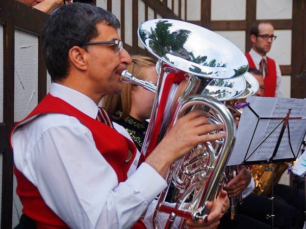 Im Freien fand das Serenadenkonzert  der Stadtmusik Schönau statt