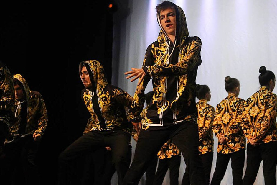 Rund ein Jahr lang haben die Schüler der Tanzschule Dance Generation für den Auftritt trainiert, Am Wochenende durften sie ihr Können zeigen. (Foto: Theresa Ogando)
