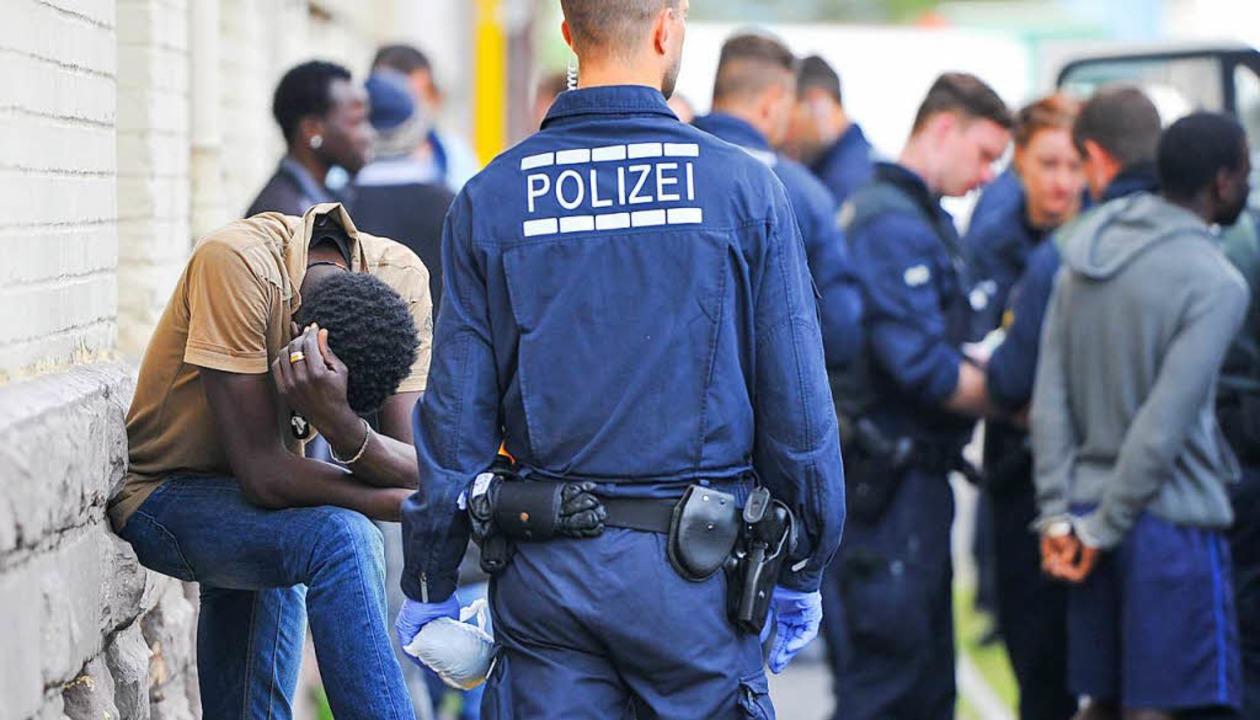 Drogenrazzia der Polizei unter Flüchtlingen  | Foto: dpa