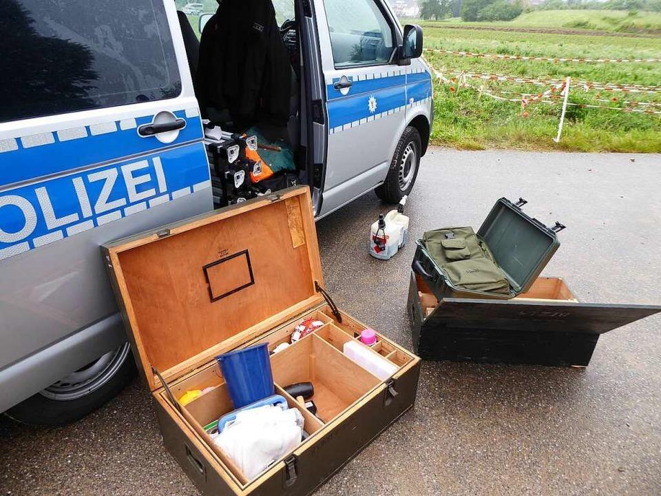 Mit mehreren Kombis wurden Einsatzkräf...inaltechniker nach Offenburg gebracht.  | Foto: Helmut Seller