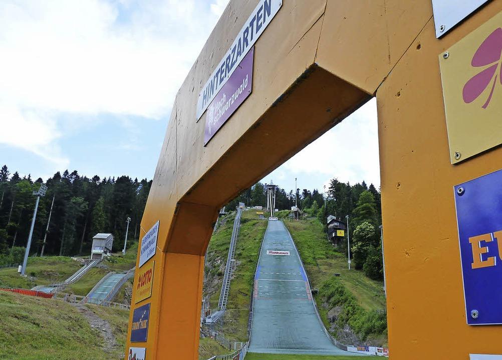 Durch diesen Triumphbogen geht es für ...f der großen Schanze in Hinterzarten.   | Foto: bachmann