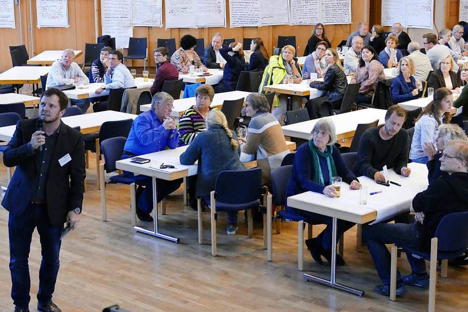 Gut 80 Bürgerinnen und Bürger beteiligten sich unter Moderation von Thomas Uhlendahl (Foto: Hans-Peter Müller)