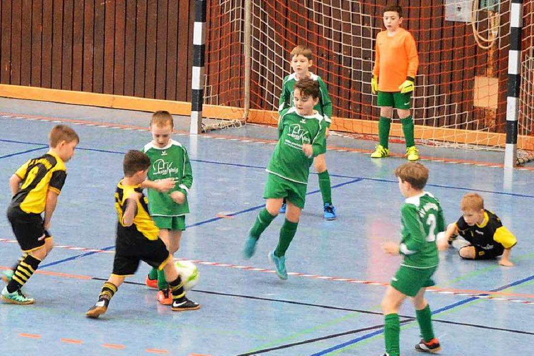Die Kicker in Grün werden auch künftig...ür eine Spielgemeinschaft mit dem FSV.  | Foto: Horatio Gollin