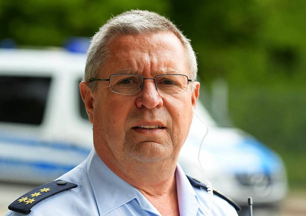 Polizeidirektor Peter Hönle leitete den Einsatz in Ellwangen.   | Foto: dpa