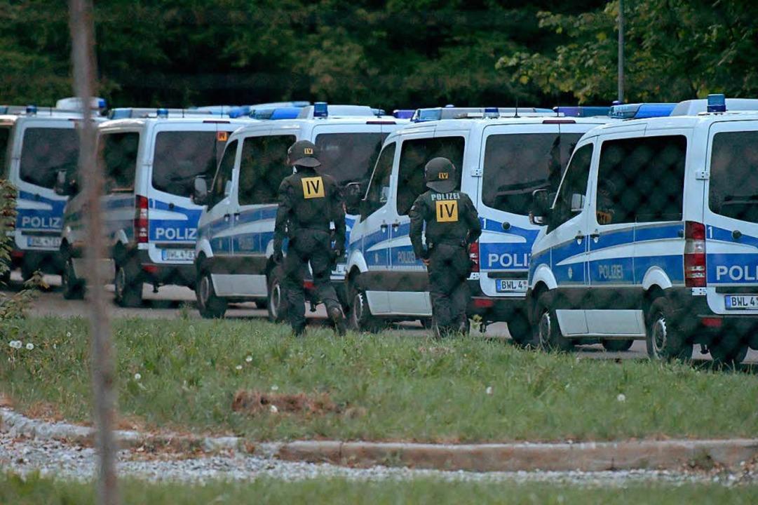 Mit einem Großaufgebot war die Polizei am 3. Mai vor Ort.   | Foto: dpa