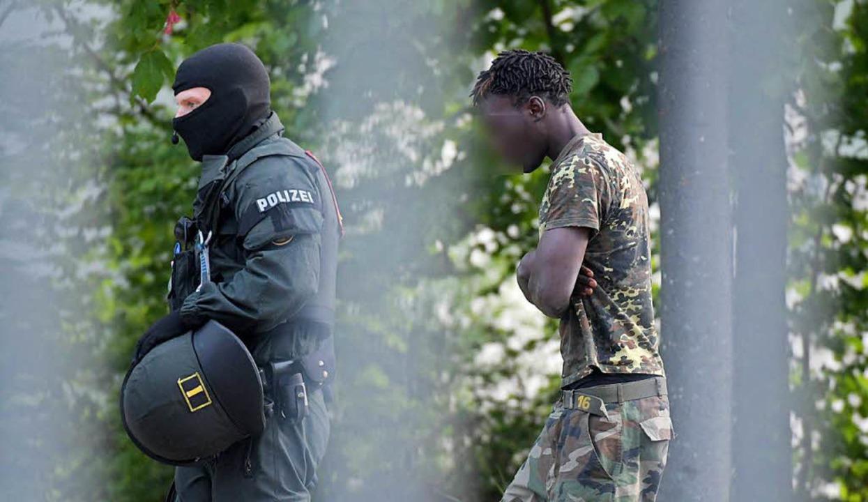 Mehrere Männer wurden in der Landeserstaufnahmestelle festgenommen.   | Foto: dpa