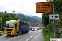 Falkensteig: Tempo des Verkehrs durch das B-31-Nadelöhr soll gedrosselt werden