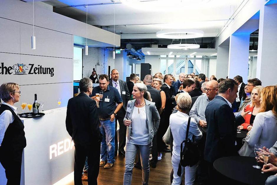 Rund 80 Vertreterinnen und Vertreter der regionalen Immobilienbranche trafen sich in der Stadtredaktion der BZ. Dort haben sie sich die journalistische Arbeit und das Portal wohnverdient.de erklären lassen. (Foto: Miroslav Dakov)
