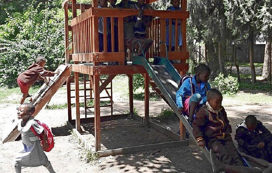 Ein Spielplatz, wie ihn Kinder überall...gs durch einen Sturmschaden zerstört.     Foto: Privat