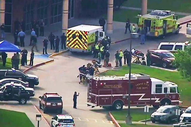 Mehrere Tote nach Schüssen in High School – Sprengfallen gefunden