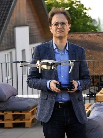Start frei für die BZ-Drohne mit BZ-Redakteur Michael Saurer.