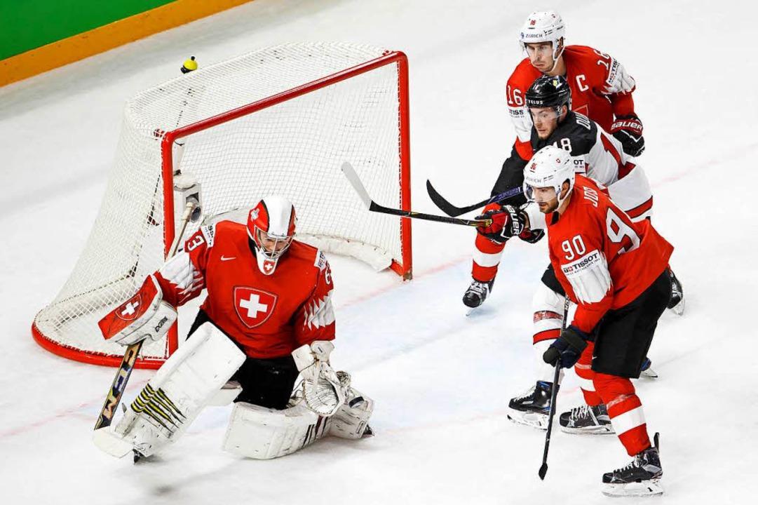 Nach einem sensationellen Sieg über Ka...ie Schweiz im Finale der Eishockey-WM.  | Foto: dpa