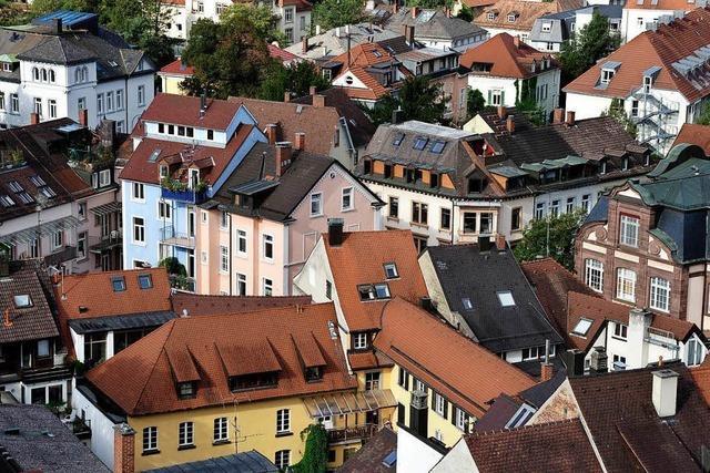 Wohnraum durch Ausbau und Aufstockung von Dächern – kann das Freiburgs Probleme lindern?
