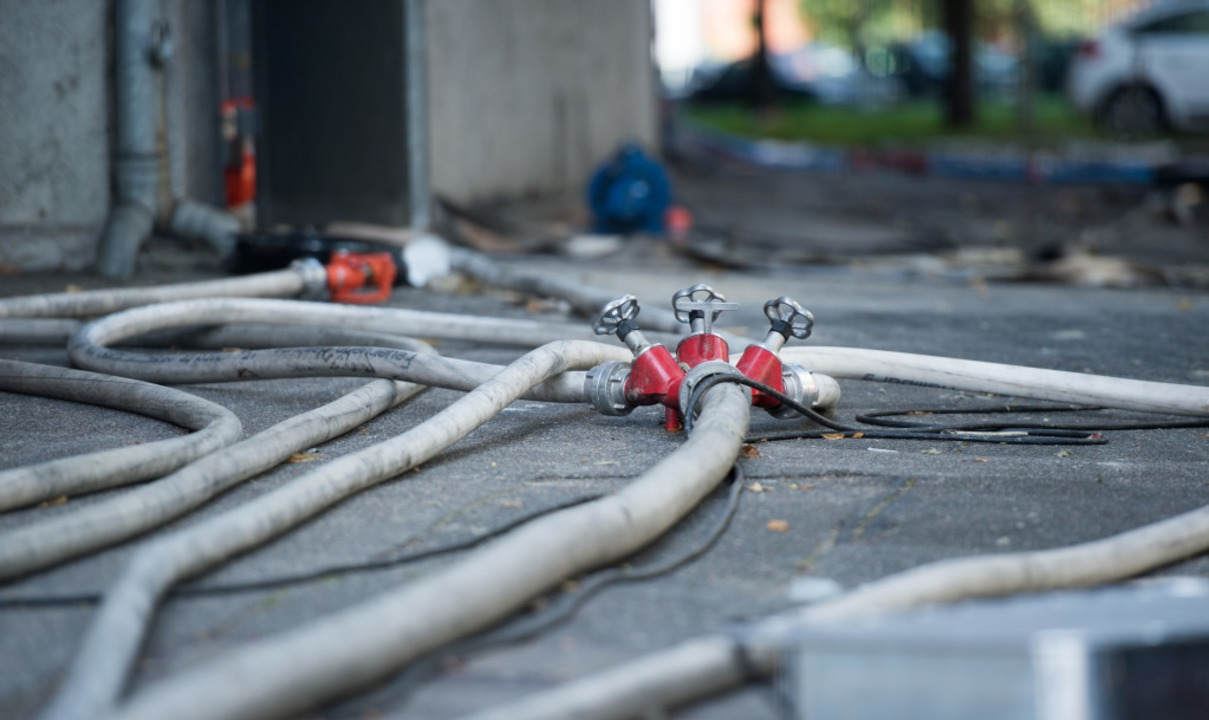 Bei einem Brand in Landwasser ist ein ... 100.000 Euro entstanden (Symbolfoto).  | Foto: Daniel Reinhardt