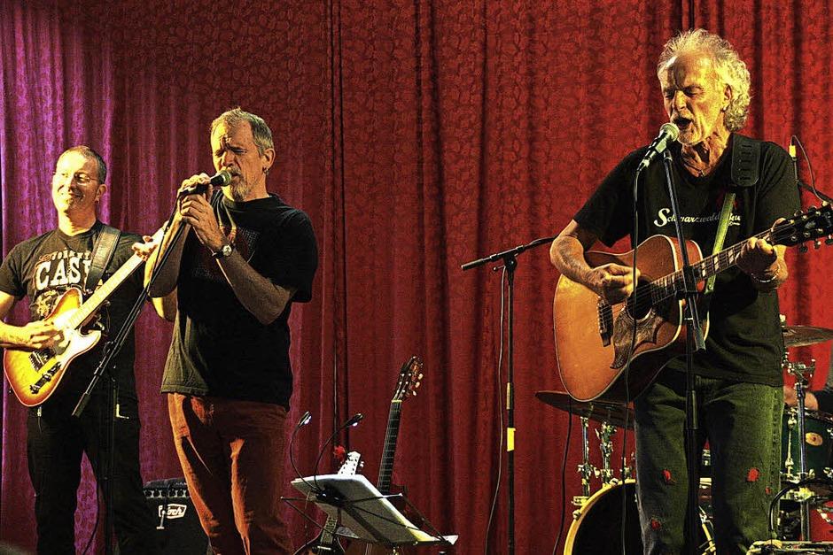 Alemannischen Folkrock bot die Band Goschehobel zur Eröffnung am Freitagabend in der Winzergenossenschaft. (Foto: Christiane Franz)