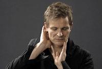 Christian Zehnder tritt Solo sowie mit Musikerkollegen im Gare du Nord in Basel auf
