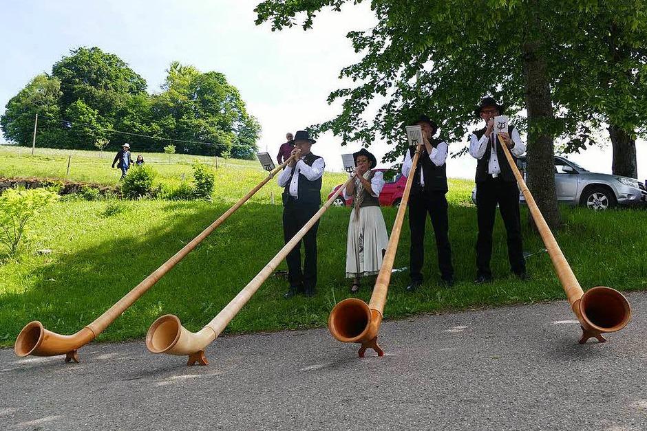 Die Alphornwälder spielten bei der Danielemühle in St. Märgen. (Foto: Bury)