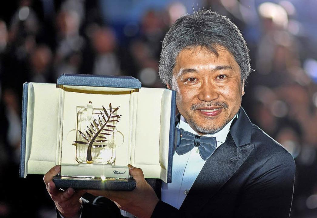 Er hat sie: Kore-Edo Hirokazu bei der Preisverleihung in Cannes   | Foto: dpa