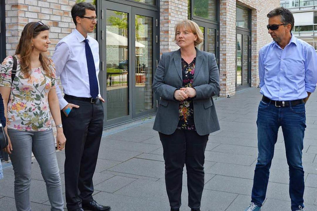 Birgit Ackermann (Mitte) stellte den T...ördentreffens das St. Josefshaus vor.   | Foto: Horatio Gollin