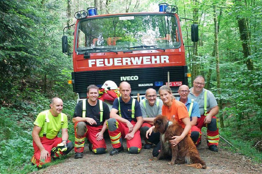 Die Feuerwehr Bad Säckingen trat nach dem Einsatz zum Gruppenbild mit Hund an.  | Foto: Felix Held