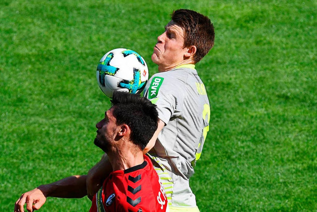 Dominique Heintz (rechts) und Tim Klei...uen Saison spielen sie im selben Team.  | Foto: dpa