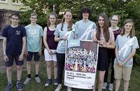 Jugendliche führen das Musical Herzschlag auf der Landesgartenschau auf