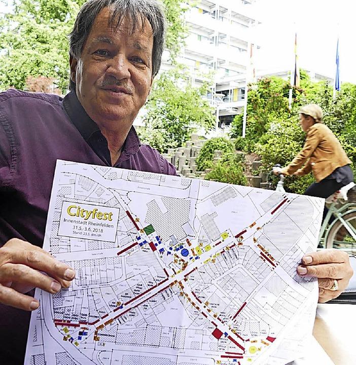 Dieter Maier mit dem Plan für das 13. Cityfest   | Foto: Ralf H. Dorweiler