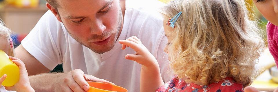 Warum männliche Erzieher diskriminiert werden, obwohl sie für Kinder wichtig sind