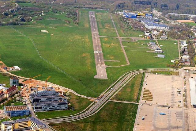 Rechts oder links von der Landebahn: Stadt Freiburg prüft Spiegelvariante für das neue SC-Stadion