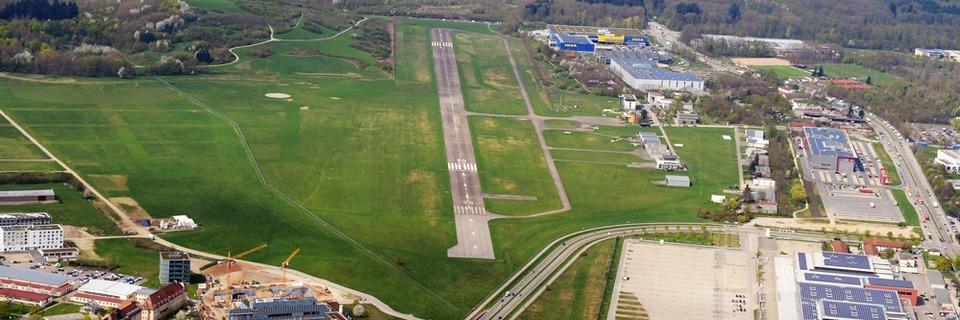 Rechts oder links von der Landebahn: Stadt prüft Spiegelvariante fürs neue SC-Stadion