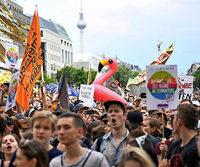 Glitter, Bass und deutsche Flaggen