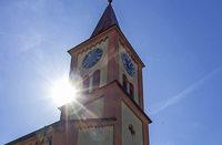 Mobilfunkantenne im Glockenturm bringt der Kirche Geld – und Ärger