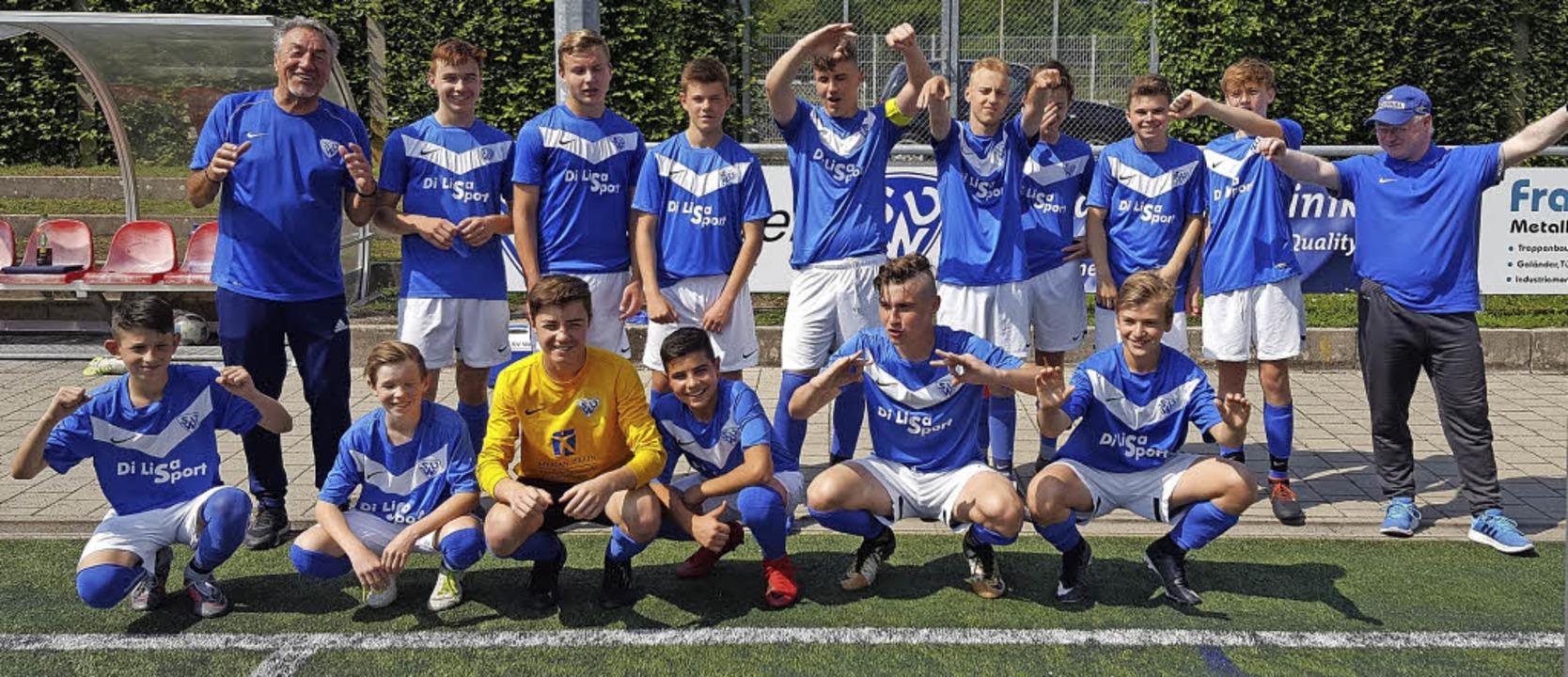 <BZ-FotoAnlauf>Jugendfussball:</BZ-Fot...r Manfred Rusch (hintere Reihe links).  | Foto: Privat
