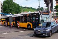 14 Verletzte bei Unfall von Linienbus und Auto in Stuttgart