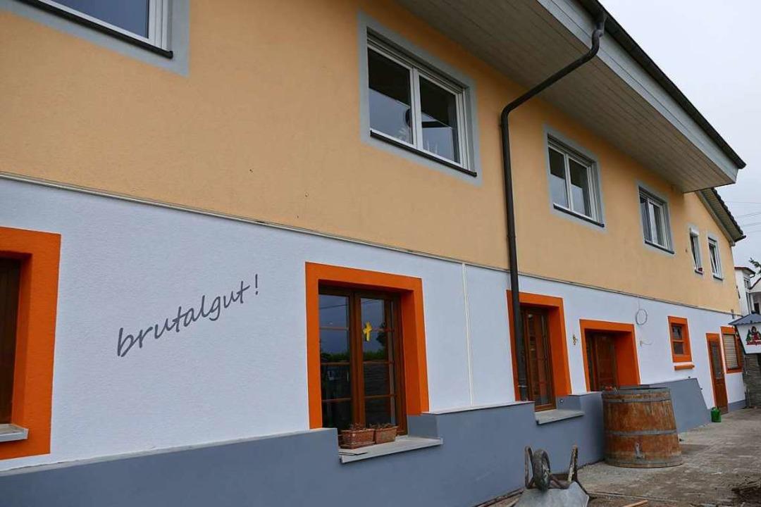 Der alte Hof erstrahlt in neuem Glanz und Farbe.   | Foto: ehmann, privat