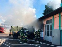 Schwimmbad in Achern nach Brand einer Werkstatt evakuiert