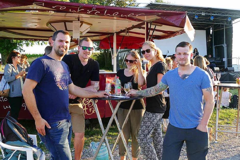 Schlemmen, trinken und einfach genießen – das Batzenbergfest am Samstag in Ehrenkirchen. (Foto: Lena Roser)