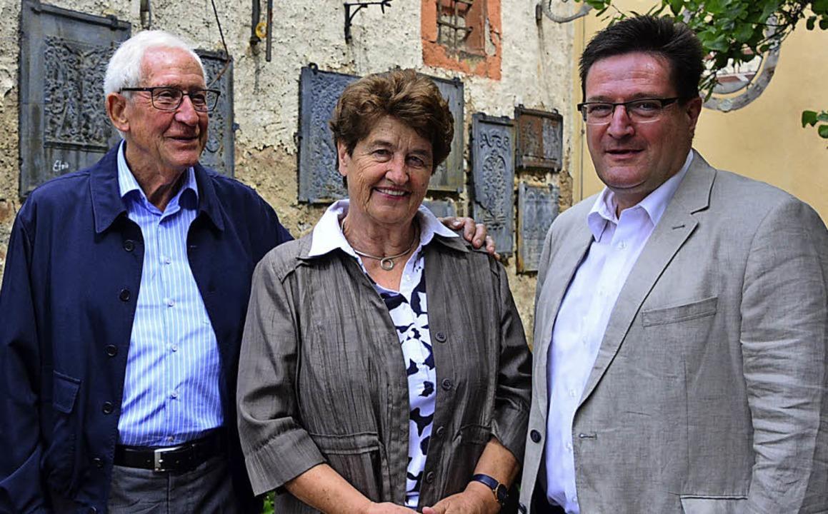 Frieder und Helen Liebendörfer mit Heb...dpräsident Volker Habermaier (rechts)   | Foto: Annette Mahro
