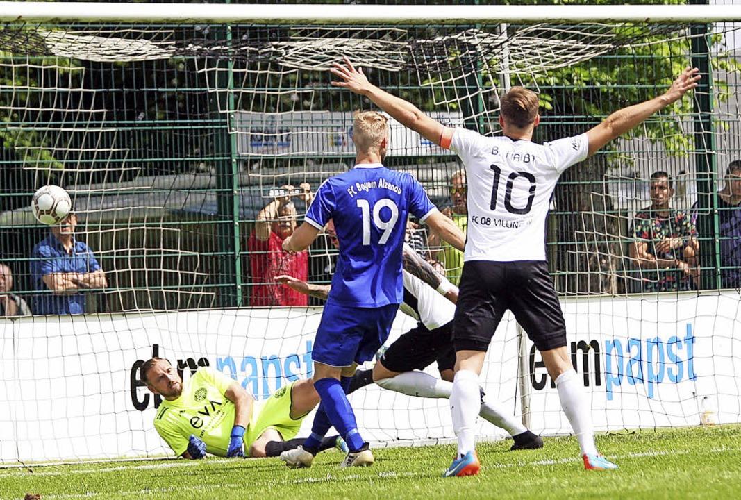 Und wieder ist der Ball drin – d...n beiden Toren die Lawine ins Rollen.   | Foto: Dieter Reinhardt