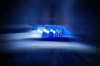 Auto am Denzlinger Bahnhof gestreift und geflohen