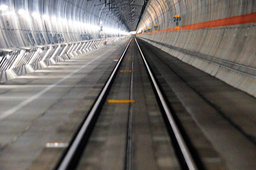 So wie hier im Katzenbergtunnel soll es künftig auch unter Offenburg aussehen.  | Foto: dpa